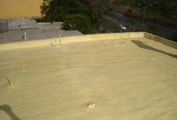 Impermeabilizzare con il poliuretano a spruzzo i tetto piano  di Poliuretani.biz