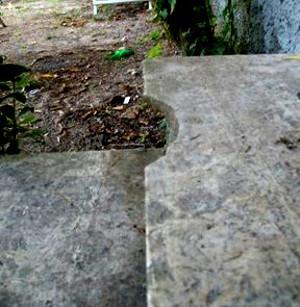 La rottura di una pedata in pietra