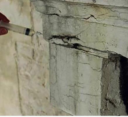 Iniezione per il consolidamento di elementi in pietra