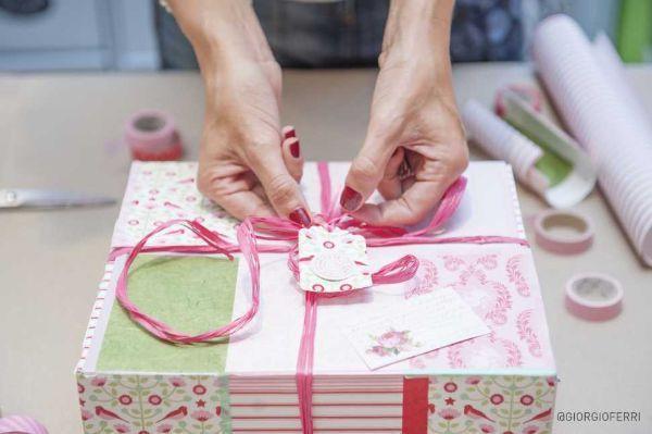 Come realizzare scatole regalo home made, foto Associazione Italiana Scatolifici