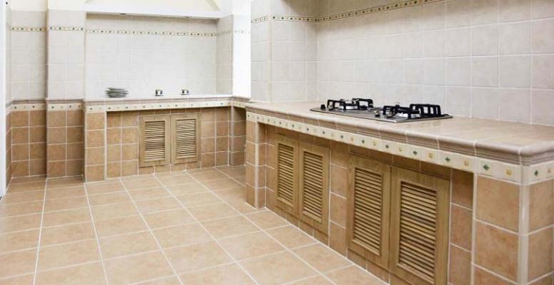 Montaggio ante prefinite in legno - Verniciare ante cucina legno ...