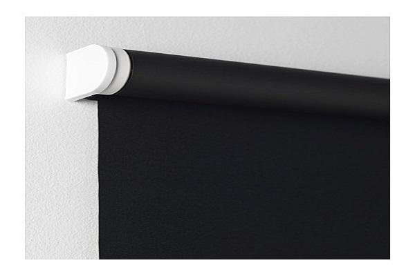 Dettaglio della tenda oscurante Tupplur nera di Ikea