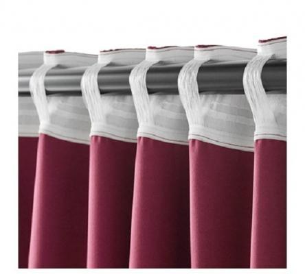Dettaglio della tenda oscurante Werna rossa di Ikea