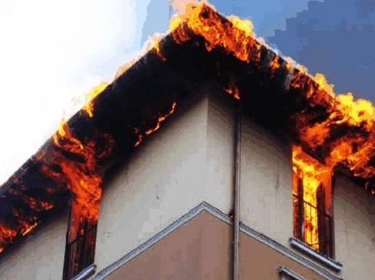 Incendio canna fumaria e tetto di Schiede