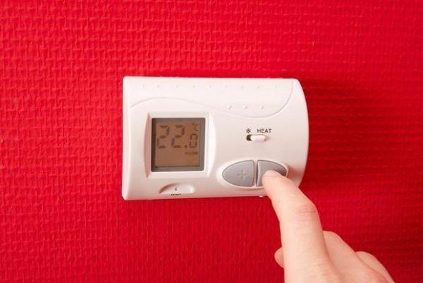 Impostare il funzionamento degli impianti con il cronotermostato