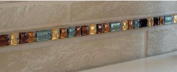 Una raffinata bordura in vetro dell'azienda Annsofie.