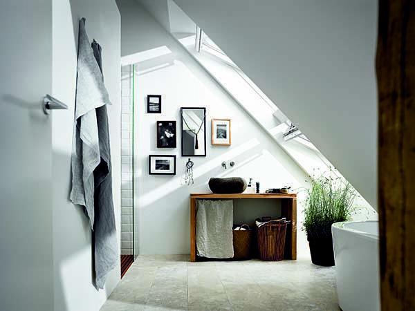 Altezza minima soffitto: realizzare un luminoso bagno in mansarda con le finestre Velux