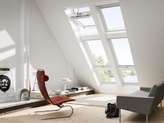 Living in mansarda con finestre Velux