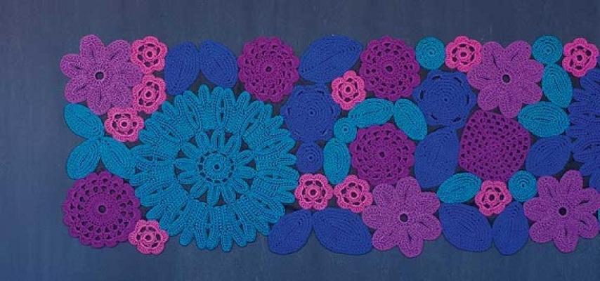 Tappeto Crochet azzurro di Paola Lenti