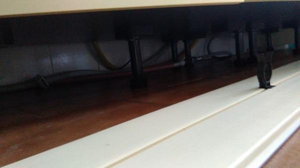 Zoccolatura cucine: facilità pulizia sotto le basi