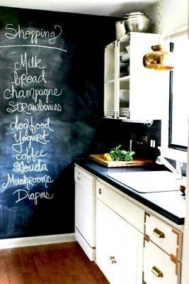 Proteggere le mura della cucina con la pittura lavagna - Immagine by artsandclassy.com