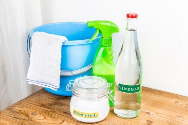 Aceto e bicarbonato per la pulizia dei tappeti