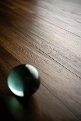 Dettaglio pavimento effetto legno naturale di Marazzi