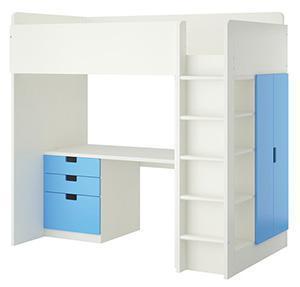 Cameretta doppia mansarda: letto soppalcato Stuva di Ikea, con armadio e libreria integrati.