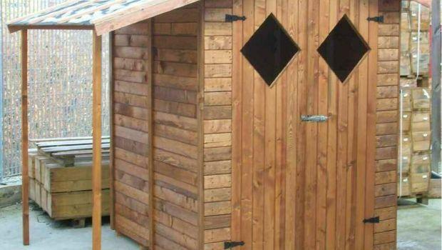 Istruzioni per il montaggio di una casetta porta attrezzi da esterno