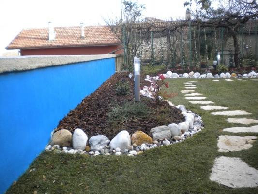 Realizzare un giardino: pitturazione muretto
