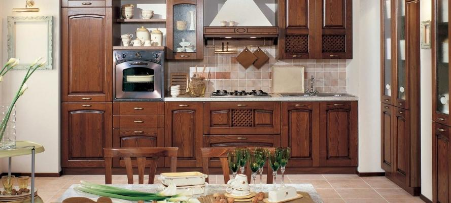 Cucine classiche rustiche e in legno modelli e for Foto case classiche