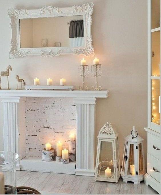 Camino illuminato con candele di Facilissimo.com