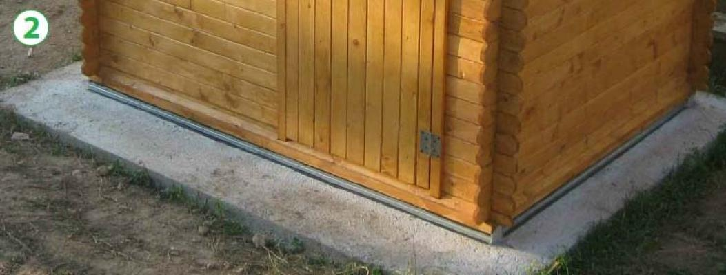 Casetta in legno che poggia su profilati metallici