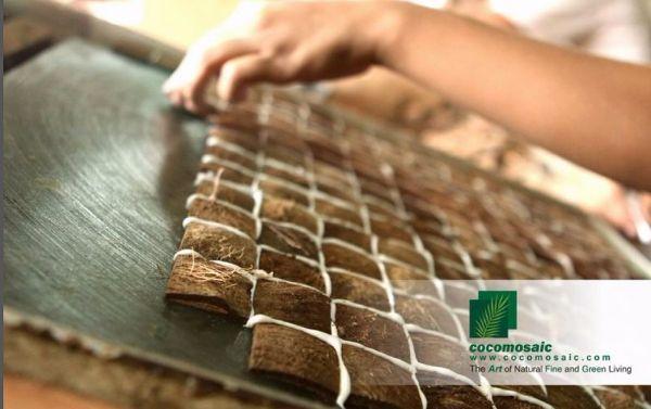 Realizzazione piastrelle in chips di cocco di Cocomosaic