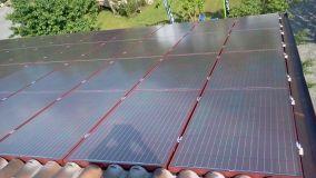 Pannelli fotovoltaici rossi