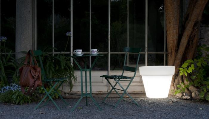 Vaso luminoso Bordato Liscio, di Serralunga.