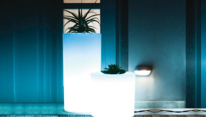 Vaso luminoso Tubino dell'azienda Serralunga.
