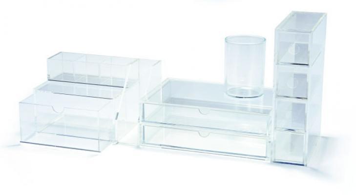 Collezione di accessori per scrivania e complementi di arredo in acrilico di Muji.