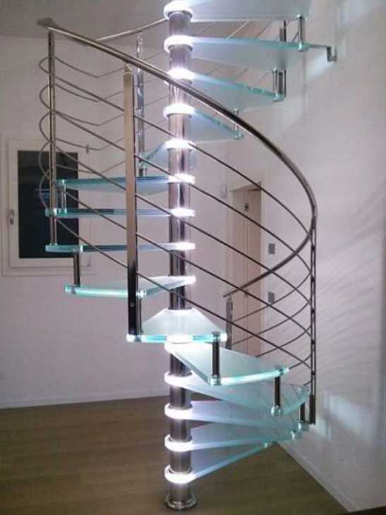 Sistema di luci integrate nella scala a chiocciola Alfa Scale