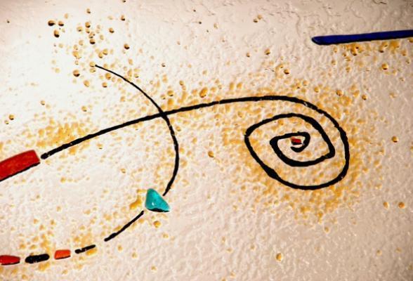 Pannello in vetrofusione ispirato a Mirò, di In Domo.