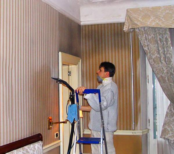 Trattamento con l'ozono di parati impregnati di fumo Ditta Ozosystem-Internstionsl