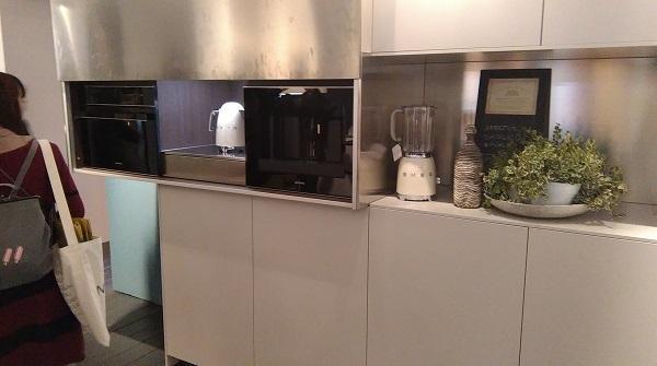 Cucine tecnologiche: Comprex, elettrodomestici dietro anta scorrevole