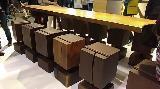 Cucine tecnologiche: Team7, sgabelli in legno e cuoio
