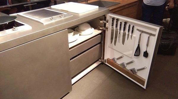 Cucine tecnologiche: Toncelli, anta attrezzata