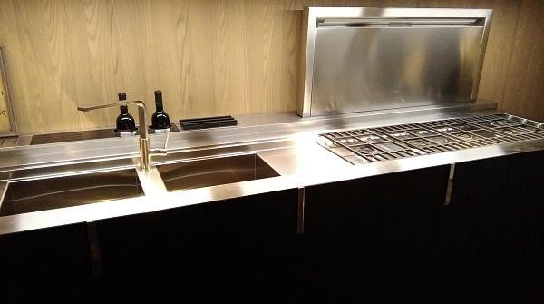 Cucine tecnologiche: Valdesign, blocco cucina inox