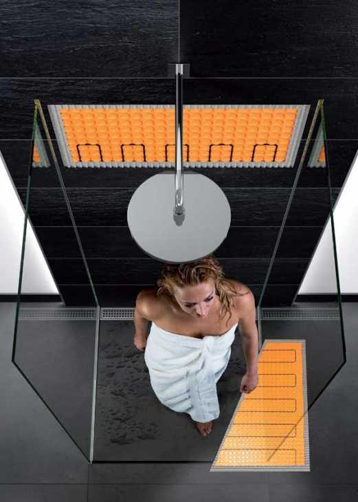 Doccia calda e accogliente grazie al riscaldamento a parete Schlüter®-DITRA-HEAT-E