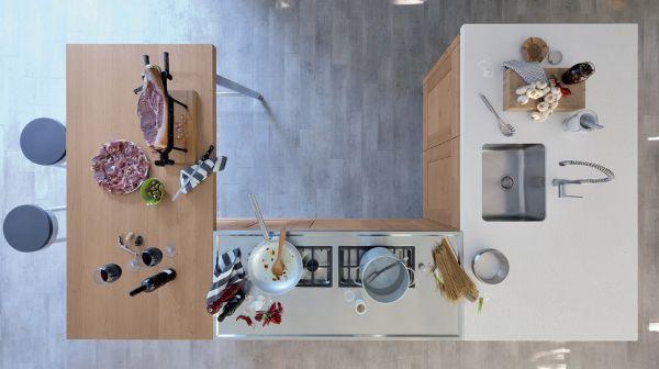 Cucina con isola Ri-flex di veneta Cucine