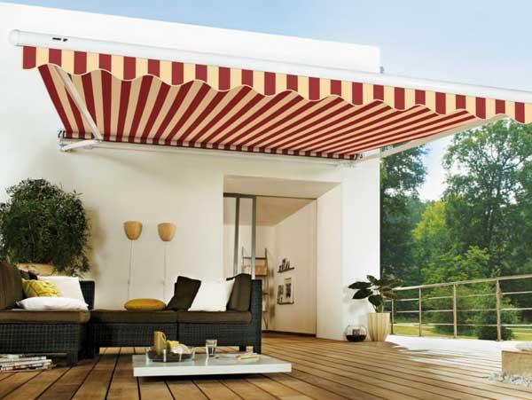 Eleganti tende da sole Real Project per terrazzo