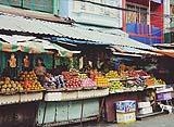 Esposizione generi alimentari su strada