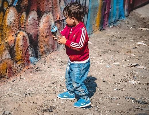 Pericolosità vernici tossiche per i bambini