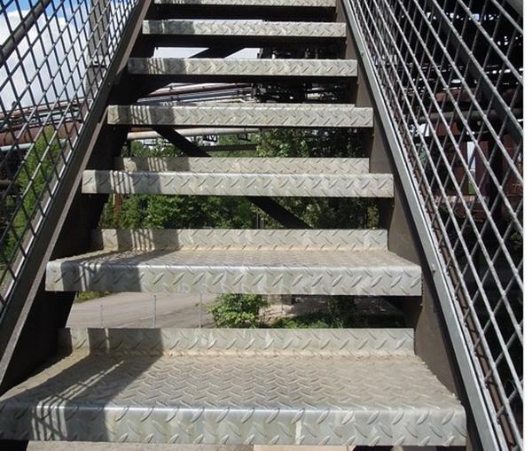 Foto chiusura scale esterne - Chiusura scale esterne ...