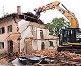 La demolizione di un vecchio fabbricato