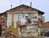 Demolizione a confine con edificio