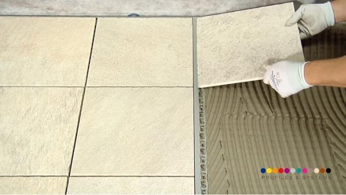 Posa pavimento su membrana impermeabilizzante sotto pavimento di Progess Profiles