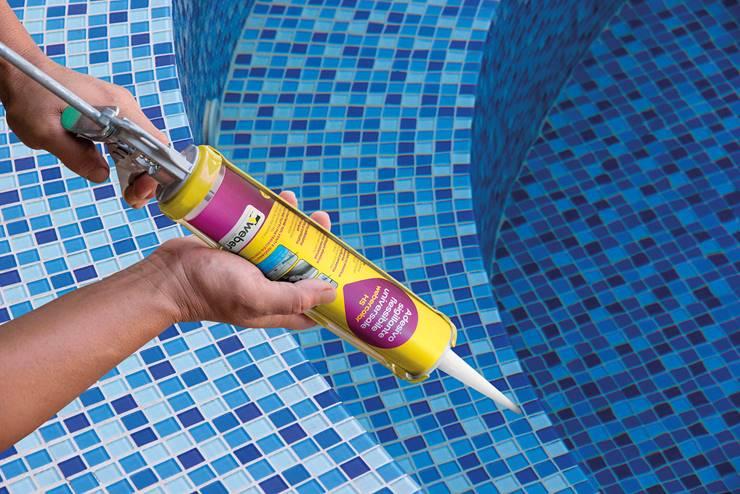 Applicazione silicone per piscine