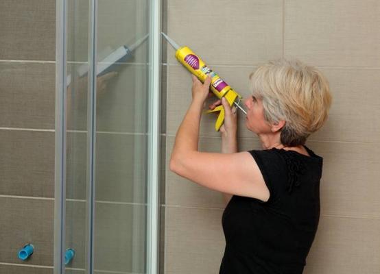 Sigillare la doccia con il silicone