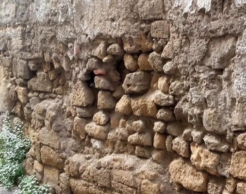 Muri controterra: danno strutturale accentuato