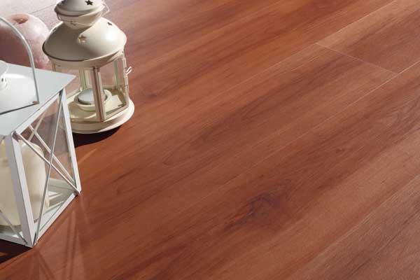 Pavimentazioni viniliche ONLYWOOD con texture effetto legno