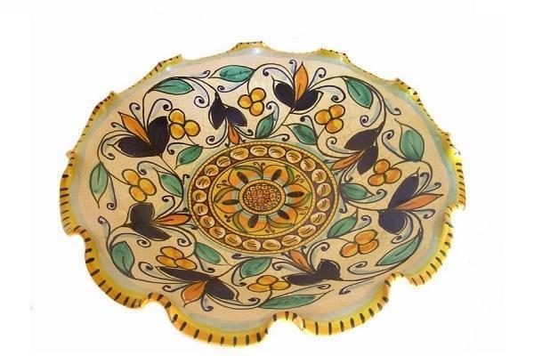 Interno della fruttiera con piede di Ceramiche Dimino