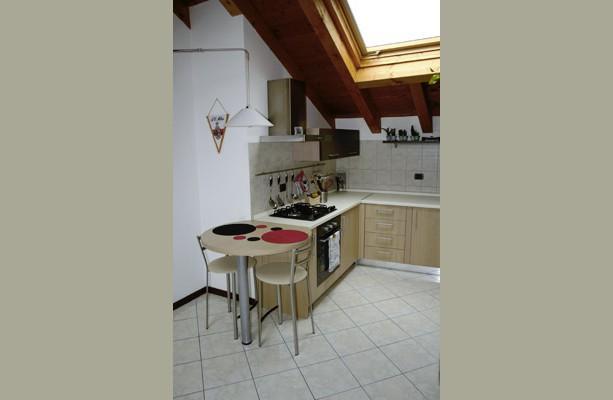 In mansarda: una cucina su misura